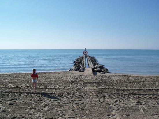 Hotel Oliver: il pontile di fronte alla spiaggia privata