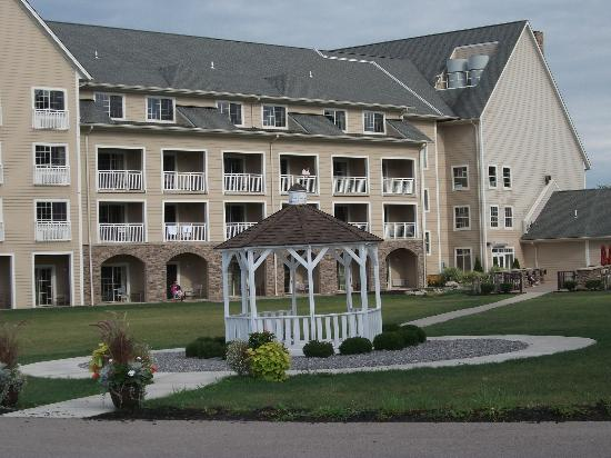 The Lodge at Geneva-on-the-Lake: Lake View Rooms