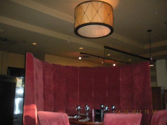 Earl's Restaurants : big top booth