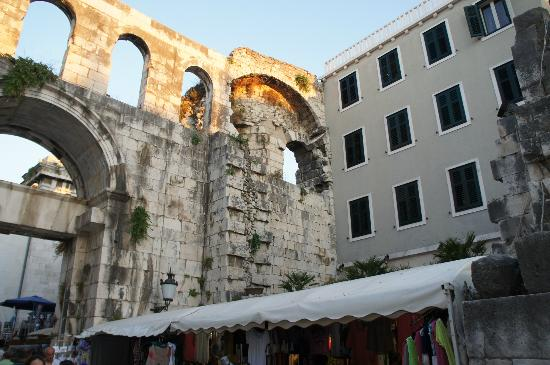 Hotel Peristil: Peristil is literally built into the walls of the Roman palace!