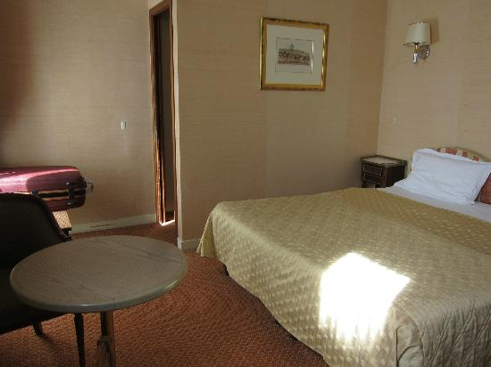 Hotel Saint Petersbourg : 3階。ダブルベッドルーム。