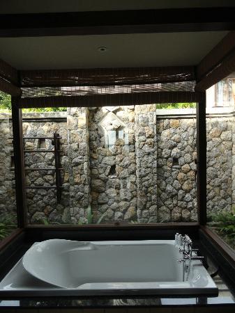 Bad mit schöner außendusche   picture of pimalai resort and spa ...