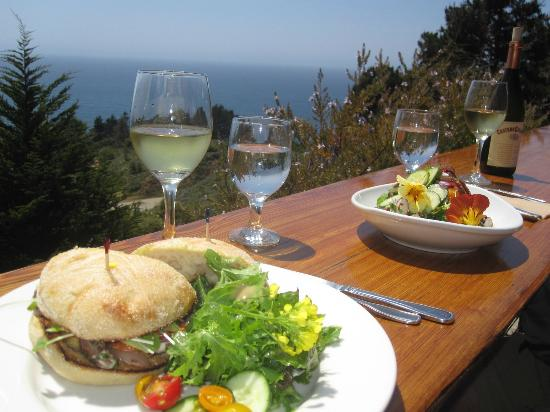 Treebones Resort: Lunch on the deck