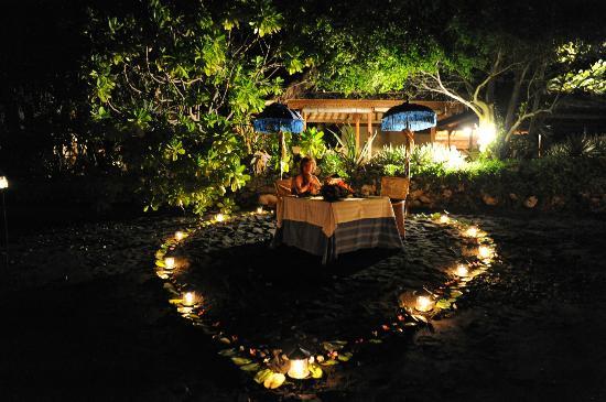 Matahari Beach Resort & Spa: Candlelight dinner at the beach