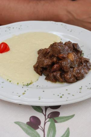 Ristorante Podere Le Vigne: Slow roasted wild boar with nuts and potato cream