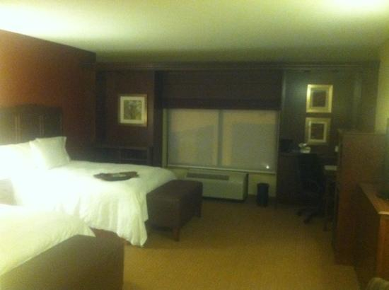 Hampton Inn & Suites St. Louis/South I-55: rm 214, handicapped room, extra large