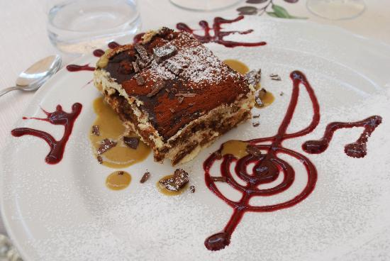 Ristorante Podere Le Vigne: Special presentation for  the tiramisu
