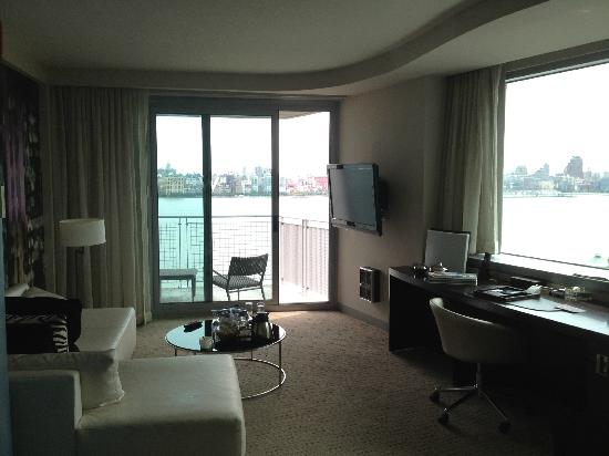 fantastic suite bedroom picture of w hoboken hoboken. Black Bedroom Furniture Sets. Home Design Ideas