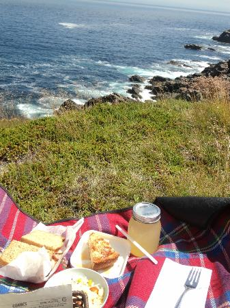 Lighthouse Picnics: Delicious meal with a view that can't be beat!