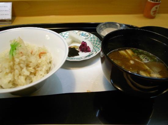 Sekine: 炊き込みご飯+みそ汁(赤出し)