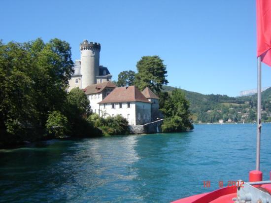 Lake Annecy Tourist Office: Le château de Duingt vue du bâteau