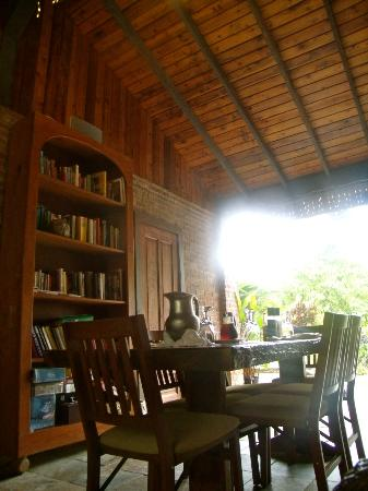 Rainforest Inn : Breakfast breezeway