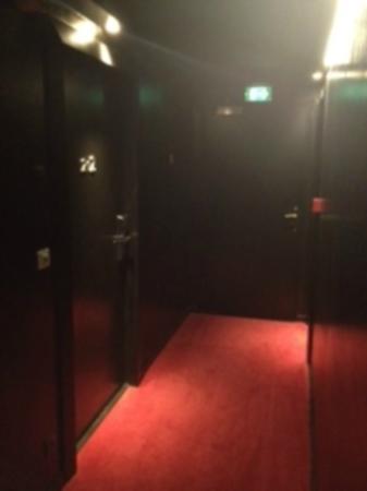 Hotel Pulitzer: corridor to the bedroom