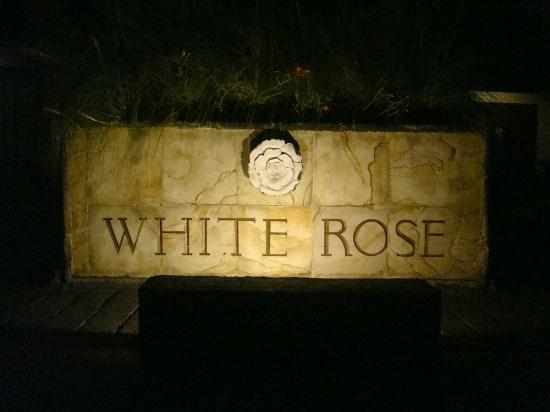 White Rose Kuta Resort, Villas & Spa: Piscina
