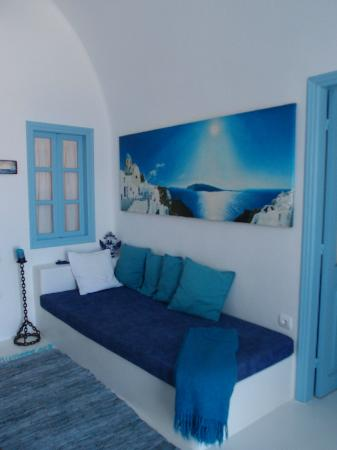 Myblue: One of the beds in the living area 