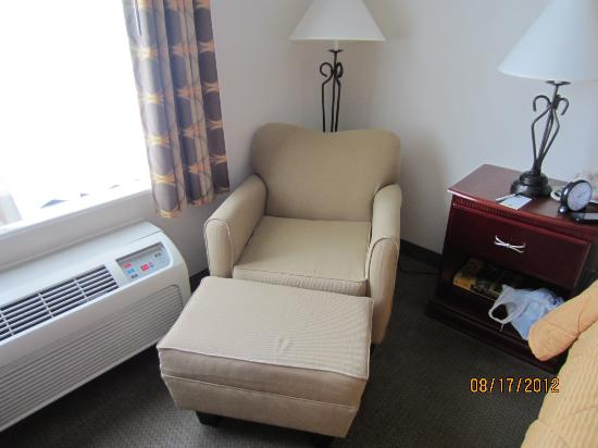 Comfort Inn & Suites Market Center: comfy chair