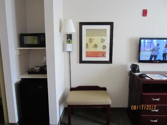 Comfort Inn & Suites Market Center: room