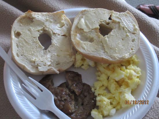 Comfort Inn & Suites Market Center: breakfast of champions.....yum