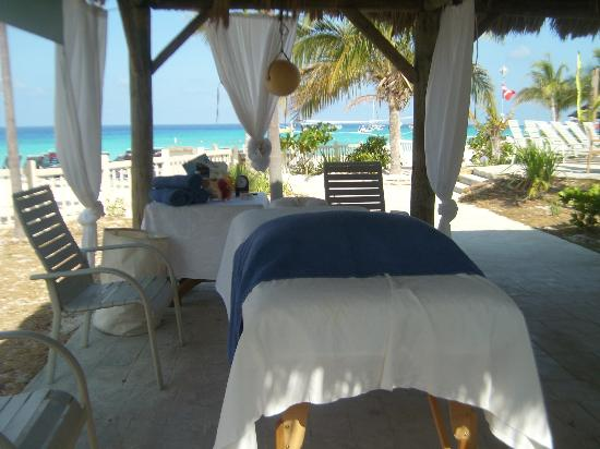 White Sands Beach Resort: massage area, beachfront