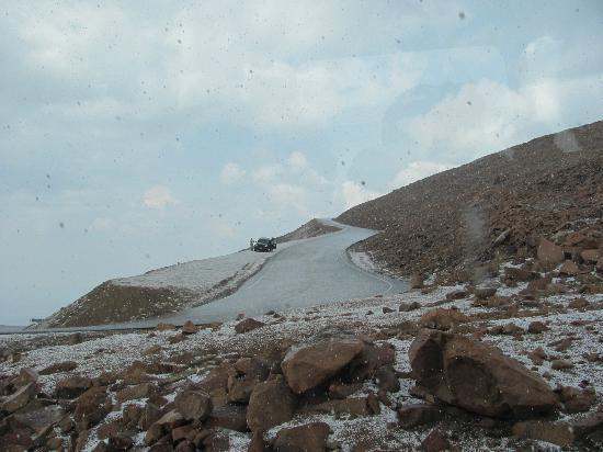 Manitou Springs, Colorado: Snow on road