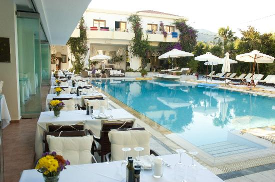 Pool picture of la piscine art hotel skiathos tripadvisor for Piscine art