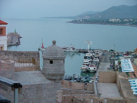 Hostal Tematico El Penon : El Puerto, desde la habitación, a las 7 horas....