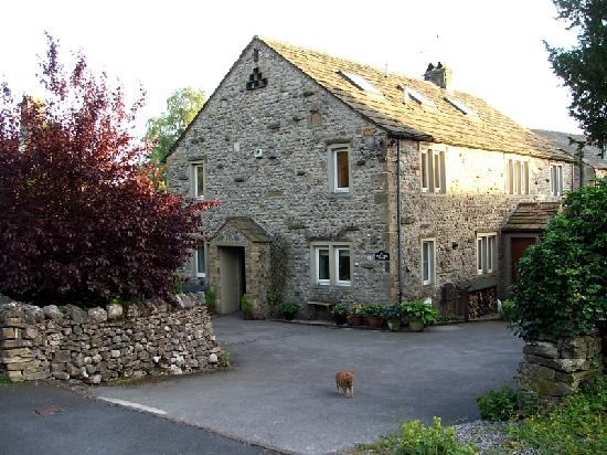 Yew Tree House: External View - Entrance Drive