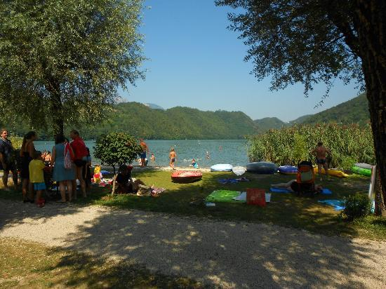 Camping Lago di Levico: piazzola vista lago