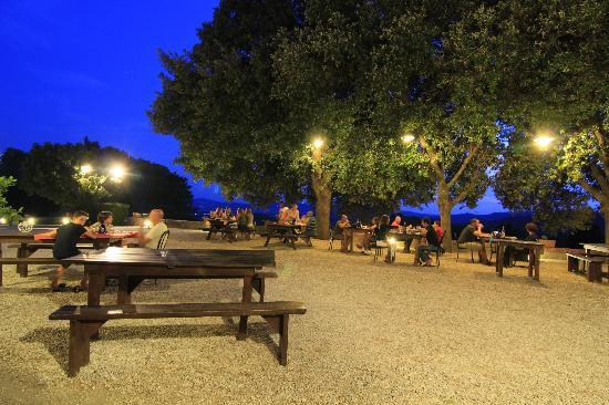 Tenuta Mocajo: veduta dello spazio dedicato alla cena