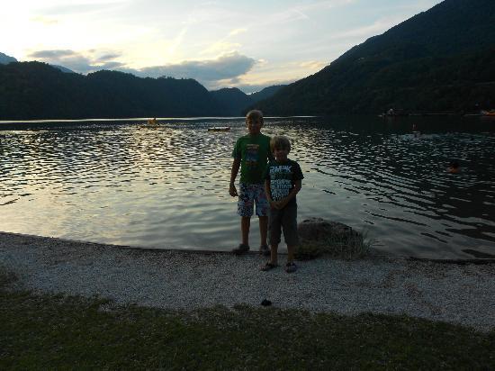 Camping Lago di Levico: lago tramonto