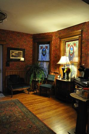 Oscar H. Hanson House Bed and Breakfast: The B & B entrance 