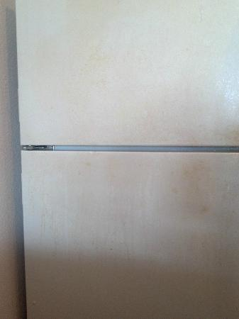 Port Royal Ocean Resort & Conference Center: rusted fridge...