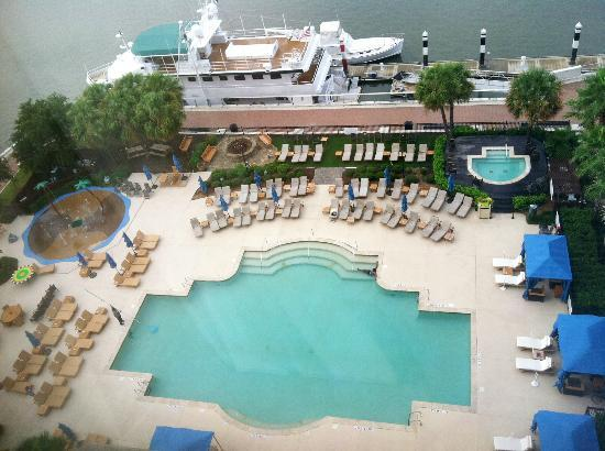 Westin Savannah Harbor Golf Resort & Spa: The pool from our 9th floor room