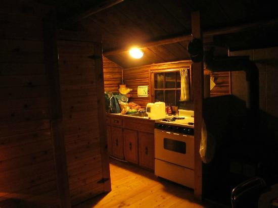Postill Lake Lodge & Campsite: The kitchen area