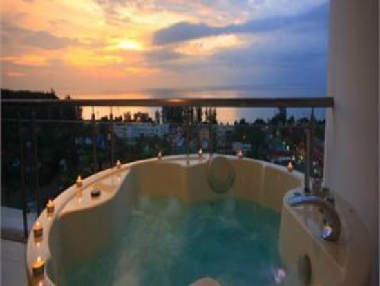 Sunset Plaza: Jaccuzi på balkongen