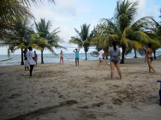 The guests decided to have a vollyball game on the beach. Everyone joined in!