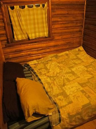 Postill Lake Lodge & Campsite: The bedroom area