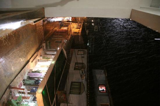 Hotel Pousada Ilha da Saudade: Vista desde el balcon a Rua da prainha