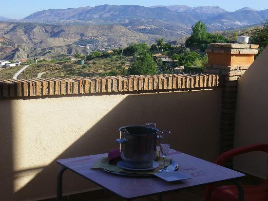 La Encina Centenaria: Cava, gominolas y las vistas preciosas