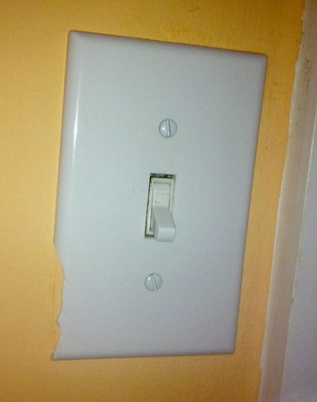 Beach Shack: Broken and filthy light switches