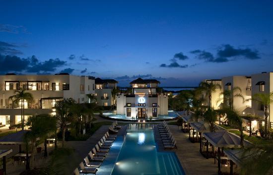 O Restaurant & Pool Evening