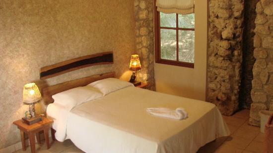 Hotel Bahia Taitza: queen bed