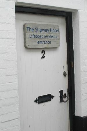 ‪‪Slipway Hotel‬: Residents entrance to outlying rooms