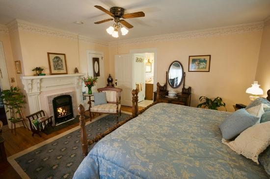 Inn on Main Street B&B: Ayers Room