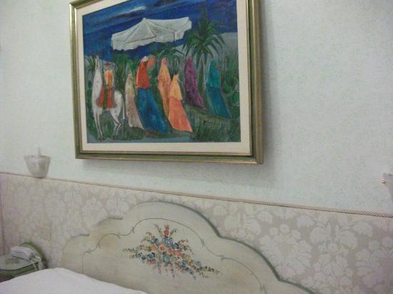 Hotel San Salvador: Bed