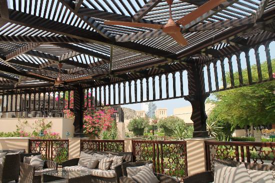 Miramar Al Aqah Beach Resort: Open air sheesha lounge