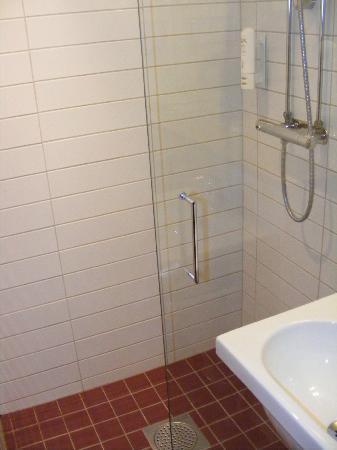 Scandic Stora Hotellet: Grande douche italienne