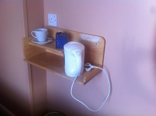 Smiths Hotel: Dangerous sloping shelf. the kettle does slip off as it has no grippers on it
