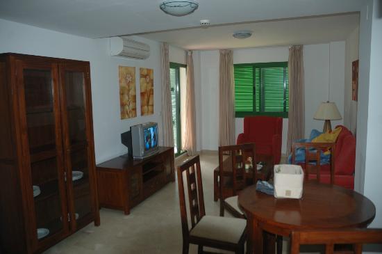 Pueblo El Goleto Aparthotel: Living room