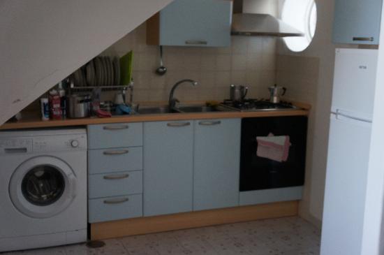 La Rotonda Sul Mare: кухня в номере